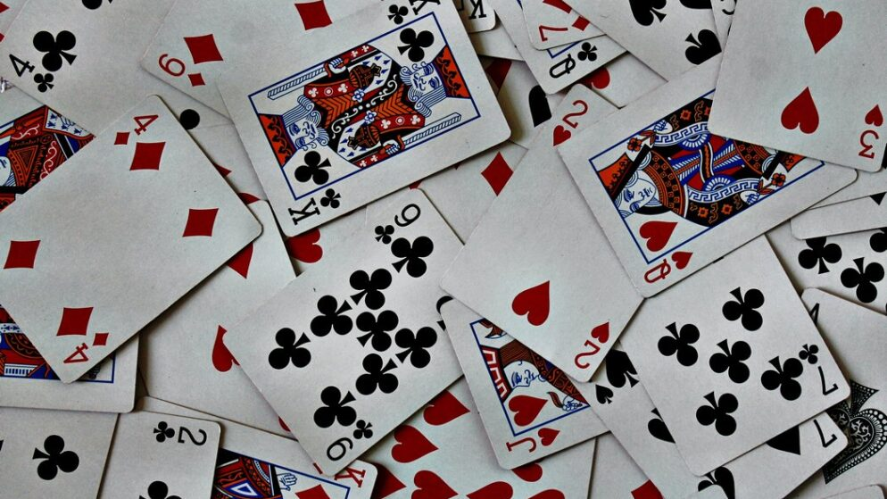 Miten voi pelata Unoa netissä?