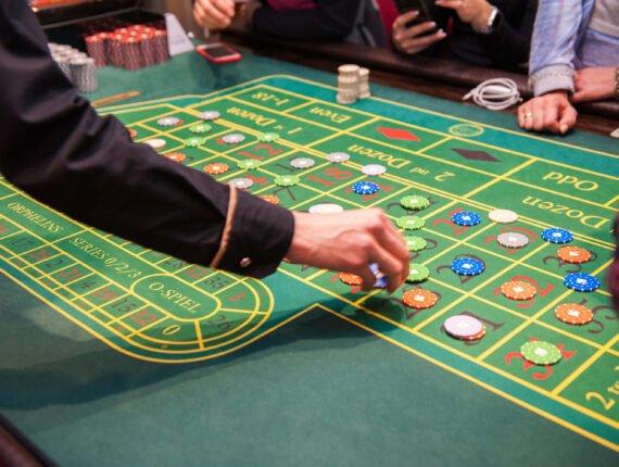 Nettipokeri tuo pokerin kotisohvalle