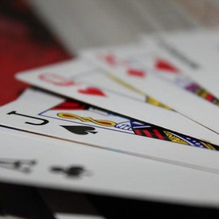 Viiden kortin Omaha on pokerin yksi mielenkiintoinen pelimuoto – tutustu sen sääntöihin ja kulkuihin
